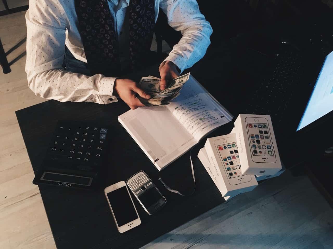 Panduan Cara Menghitung dan Peraturan Pesangon Karyawan