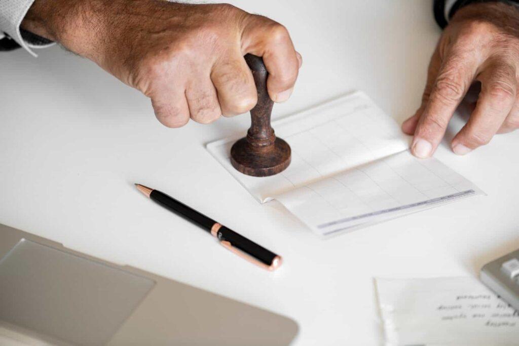 Sanksi Jika Perusahaan Telat Membayar Gaji Karyawan Menurut UU Ketenagakerjaan (Depnaker)