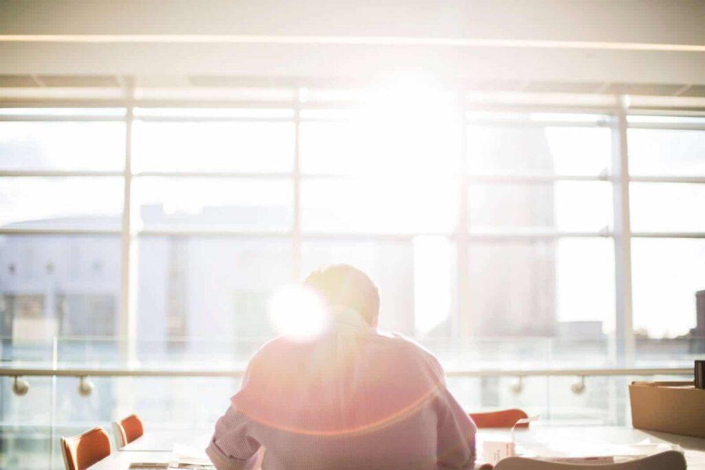5 Perbedaan Karyawan Outsourcing dan Karyawan Kont …