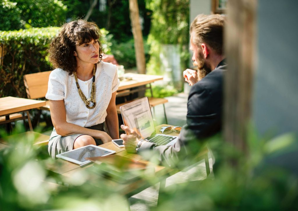 4 Cara Efektif Memberi Feedback yang Meningkatkan Kinerja Karyawan