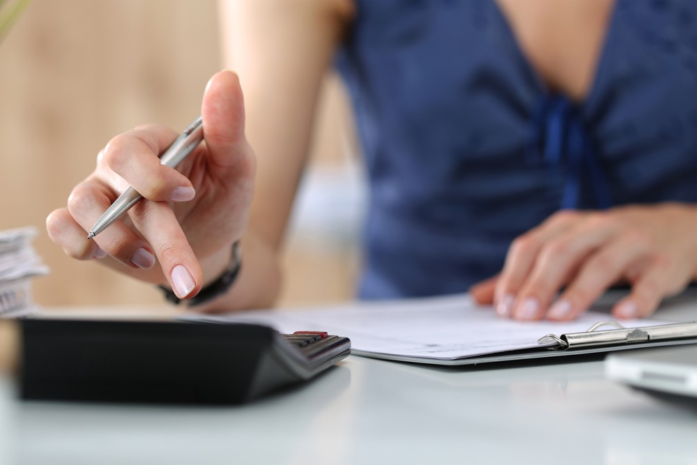 4 Langkah Mudah Hitung Gaji Karyawan dengan Aplikasi HRIS Pilihan