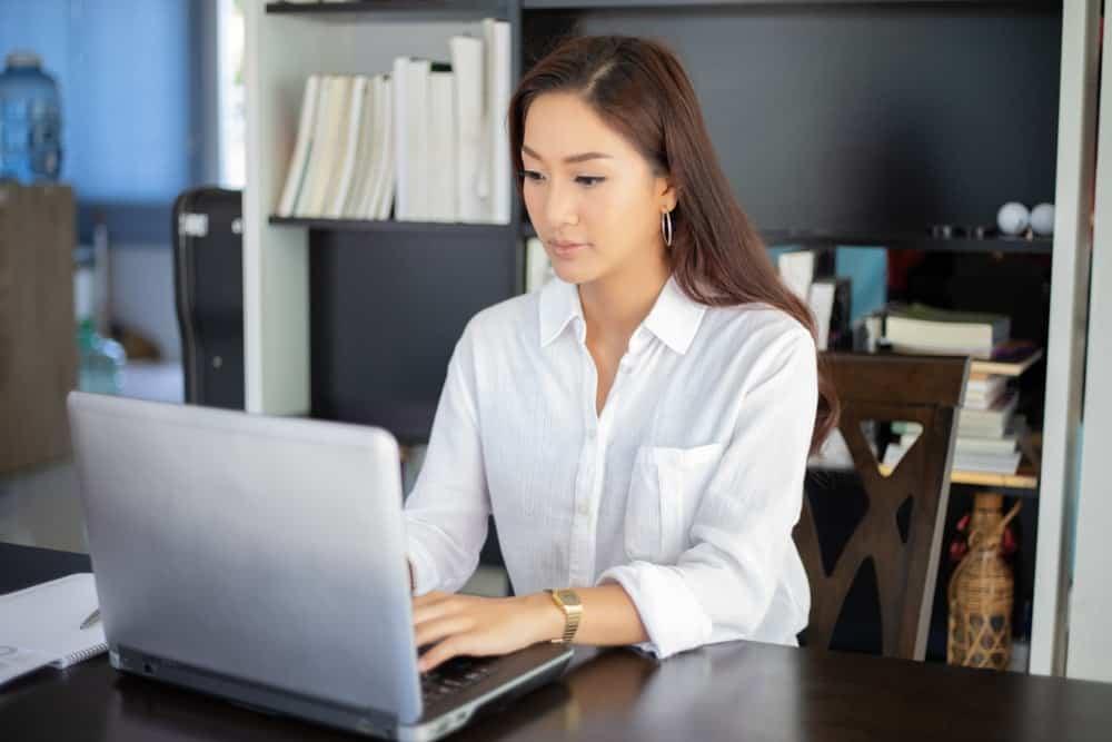 Penggunaan Sistem Aplikasi HRD yang Mampu Meringankan Tugas HRD
