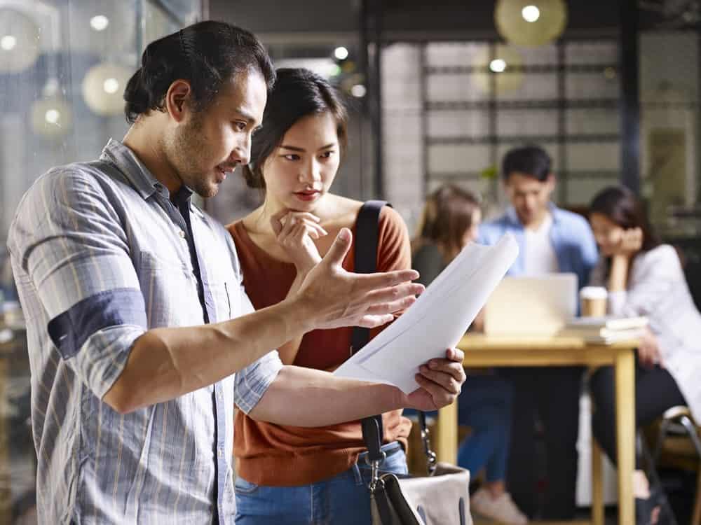 Pentingnya Komunikasi Antar Karyawan & Manfaatnya Bagi Perusahaan