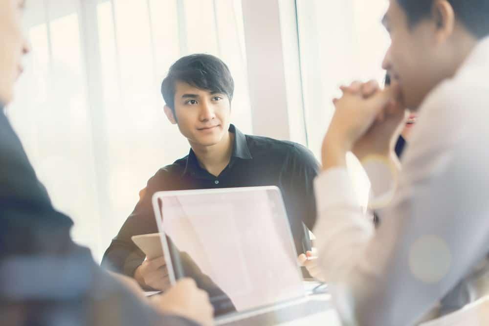 Poin Penting Dalam Kontrak Kerja Perusahaan dan Karyawan