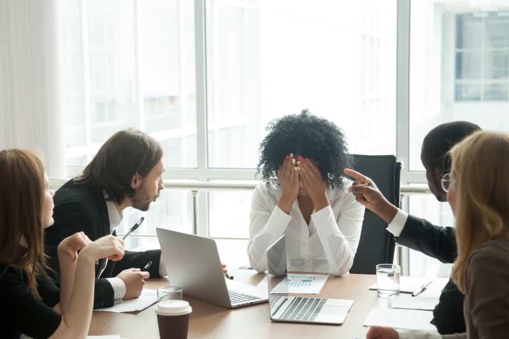 Atasi Segera! Keluhan Karyawan yang Dapat Menurunkan Perfoma Bisnis