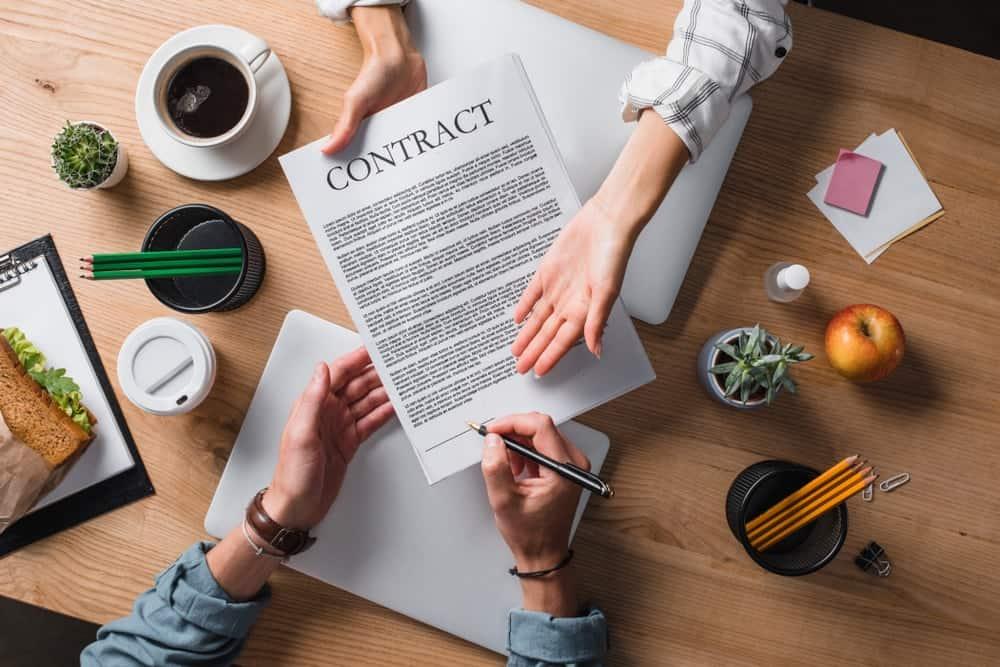 Ketentuan Kontrak Karyawan yang Diperpanjang dan Diperbaharui