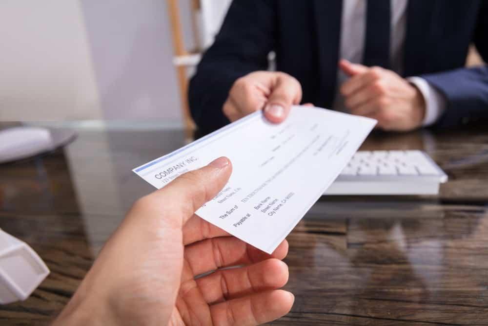 Macam-macam Kompensasi Perusahaan yang Diberikan Kepada Karyawan