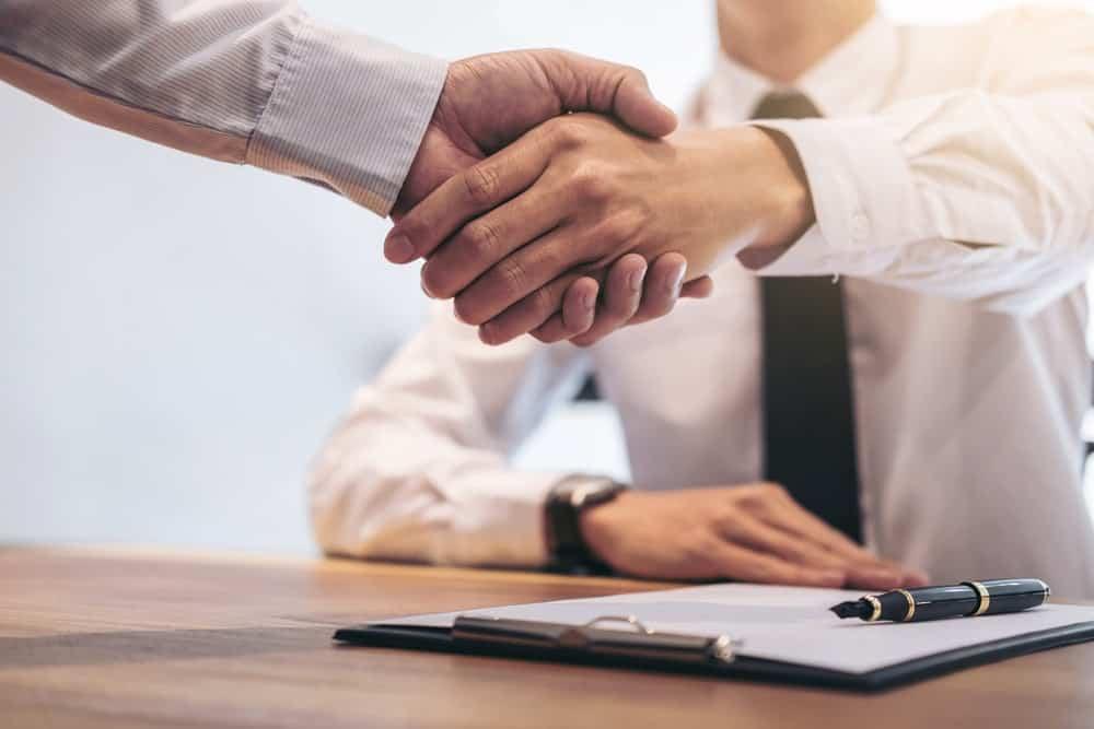 Sebelum Teken Kontrak Kerja, Apa Hak Karyawan Kont …
